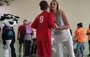 M13-Ollioules : Victoria Ravva remet la coupe du vainqueur aux Martégaux